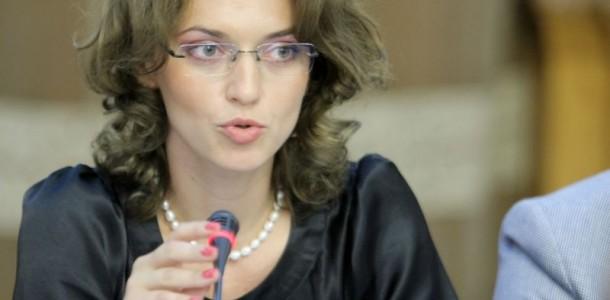 deputatul-pnl-alina-gorghiu-participa-la-audierea-ministrului-tineretului-si-sportului-monica-iacob-ridzi-la-comisia-parlamentara-de-ancheta-pentru-verificarea-sumelor-cheltuite-de-acest-minister