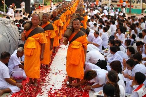 thailand-monks-500x332