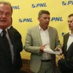 """Scandalul se amplifica in PNL. Se cere demisia lui Atanasiu: """"Sa mearga la PSD, intre smecheri si hoti"""""""
