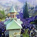 RECORD. Peste 95.000 de romani in pelerinaj la mormantul unui preot ortodox