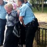 Femeie, incatusata de trei politisti pentru ca a traversat ilegal