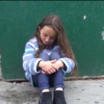 O fetita spune ca s-a PIERDUT. Este INFIORATOR cum reactioneaza oamenii. Abia a scapat