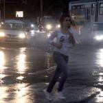 Cod portocaliu de ploi abundente pana marti. 18 judete sunt afectate de furtuni puternice