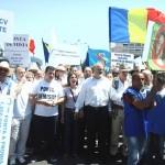 """Sute de oameni protesteaza in fata Guvernului: """"Ponta, DEMISIA!"""" Incidente cu jandarmii"""