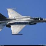 Un pilot GREC a zburat cu F-16 in Turcia pentru a scoate 2.000 euro de la bancomat