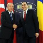 Ponta si MOSCHEEA: Premierul se foloseste de Basescu si Iohannis pentru a se spala pe maini