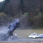 CRASH test cu o masina care merge cu 200 km/h. Vezi ce ramane in urma impactului – VIDEO