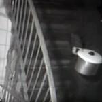 Bunicuta CANIBALA cara capul unei victime intr-o OALA. Vezi VIDEO sinistru
