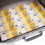 Un cunoscut scriitor roman a GASIT o geanta cu 10.000 euro. Citeste o intamplare fabuloasa