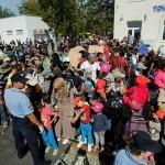Conflicte intre politisti si refugiati si in Croatia. Sunt NERVOSI ca nu li se pun trenuri la dispozitie