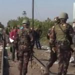 Vezi imagini in DIRECT: Imigrantii trec granita in Ungaria printre SOLDATI inarmati – Video LIVE