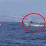 Barbati INARMATI, imbracati in negru, ii impiedica pe refugiati sa ajunga de pe mare in Grecia – VIDEO