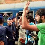 300 de imigranti au EVADAT dintr-o tabara din Ungaria. Alti 2.300 au trecut la AMENINTARI
