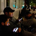 Cum de refugiatii din Siria au telefoane de ULTIMA generatie? Iata ce raspund – VIDEO