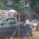 """""""Se bat ca fetele"""". Au ajuns de rasul internetului, iata cum s-au POCNIT in trafic – VIDEO"""