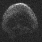 Un ENORM obiect spatial trece in aceasta noapte pe langa Terra. Seamana cu un CRANIU