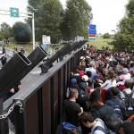 Viktor Orban s-a oferit sa le construiasca si celor din Muntenegru un gard impotriva imigrantilor. Raspunsul sec al premierului Markovic