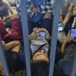 refugees-phones-2