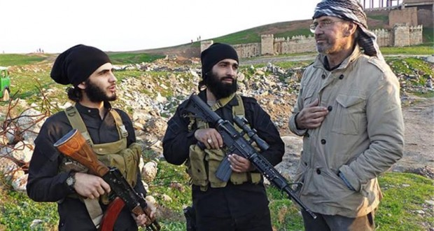 Jurgen-Todenhofer-with-ISIS-terrorsits-620x330
