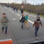 Imagini incredibile. Cu ce se confrunta soferii de TIR din partea IMIGRANTILOR ilegali – VIDEO