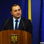 Palada, batjocoritor cu tinerii din strada: Cer demisia lui Ponta pentru ca n-are BASCA