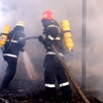 VIDEO Cutremurator: o femeie si copilul sau au ars de vii in apartamentul care a luat foc