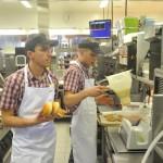 """Cum isi UMILESTE McDonald's angajatii: Salariu de 750 de lei, """"daca nu mananci"""""""