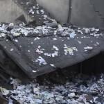 Imagini FABULOASE, milioane de BANCNOTE in aer dupa ce SUA a lovit o banca ISIS – VIDEO
