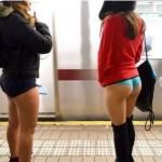 "In CHILOTI la metrou. Cum a aratat ""No Pants Subway Ride"" la Bucuresti si in Europa"