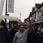 """Patrule crestine"" cu CRUCI pe strazile din Anglia. Cum reactioneaza musulmanii cand le vad – VIDEO"