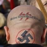 Imigranti ATACATI in Germania de un barbat cu casca NAZISTA si cu mustata a la HITLER