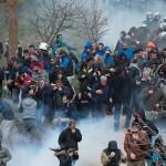 Violente EXTREME. Grecii din Kos se lupta cu politia, nu vor tabara de REFUGIATI pe insula – VIDEO