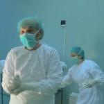 Reportaj BBC: Un doctor ROMAN lucreaza la 82 de ani pentru ca medicii tineri au plecat din Romania