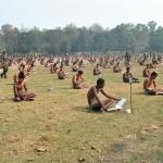 Asa arata un examen in India. Dezbracati ca sa nu poata COPIA