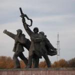 Furie la Moscova. Polonia va DEMOLA peste 500 de monumente sovietice