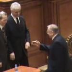 DEMNITATE. Imagini, momentul in care Regele Mihai a REFUZAT sa dea mana cu Iliescu – VIDEO