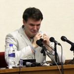 TERIBIL. Ce i-a facut Coreea de Nord unui student SUA pentru ca a furat un BANNER de propaganda