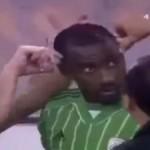 Fotbalist TUNS in timpul unui meci din Arabia Saudita. Avea o frizura ANTI-islamica – VIDEO