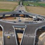Primul giratoriu SUSPENDAT din Romania se deschide maine. Vezi IMAGINI filmate cu drona