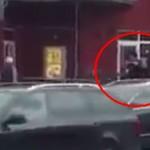 ALERTA. Imagini cu TERORISTUL din Munchen tragand la intamplare in plina strada – VIDEO