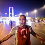 VIDEO – Palatul lui Erdogan, BOMBARDAT. 90 de morti si peste 1.000 de raniti in lovitura de stat din Turcia