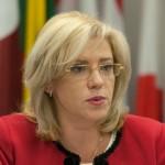 "Ministrul Cristian Ghinea ii inchide gura Corinei Cretu: ""Guvernul Ponta NU a miscat pe subiect"""