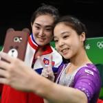 Gimnasta din Coreea de Nord, selfie cu o sportiva din Coreea de Sud. Va fi EXECUTATA? Ce raspunde BBC