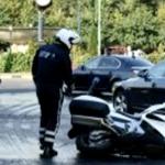 Dupa ce au spalat strazile din Bucuresti in onoarea lui Hollande, un politist motociclist din coloana oficiala s-a ACCIDENTAT