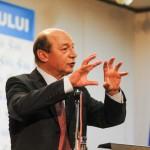 Traian Basescu nu vrea sa mai auda de Elena Udrea dupa ce aceasta a ramas insarcinata cu gemeni si a fugit in Costa Rica