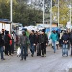 S-a dus sa-i ajute pe migranti insa a fost VIOLATA. Un nou incident intr-o mare tabara de refugiati