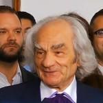 """Chirurgul Leon Danaila, discurs in centrul Capitalei: """"Ciolos poate face o schimbare in bine. Am 83 de ani si imi doresc ca Romania sa se schimbe in bine"""""""
