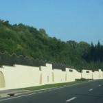 Inconjurat de ziduri inalte de trei metri. Imagini fabuloase cu palatul FARAONIC al PSD-istului Marian Oprisan – Foto & Video