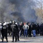 Un refugiat afgan a indraznit sa dea foc drapelului Bulgariei. Autoritatile de la Sofia au reactionat dur