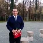 """Ponta, pe culmile PENIBILULUI. Iar a ajuns de rasul romanilor de pe Facebook: """"Prostul de la Masa Tacerii"""" – VIDEO"""
